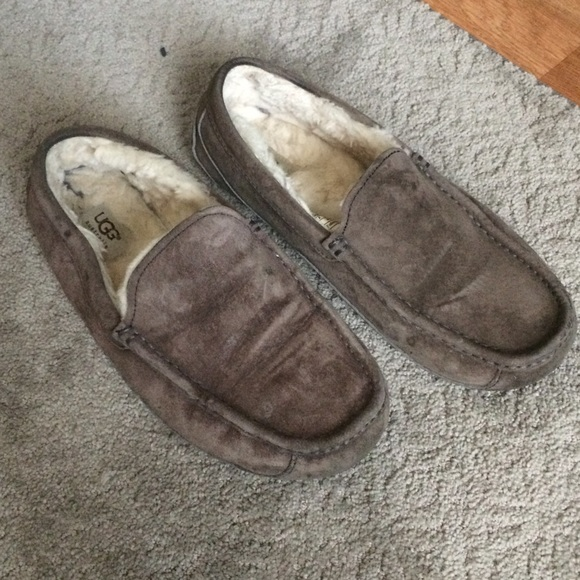 c8360c8c604 Men's UGG Suede ascot slippers taupe brown size 8